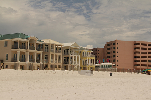Beachfront Condos in Destin - Image Credit: http://www.flickr.com/photos/skewgee/8482902427/