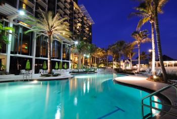 Destin condo swimming pool